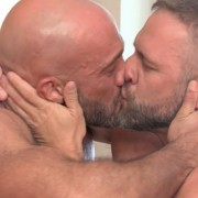 facebook-gay-kiss