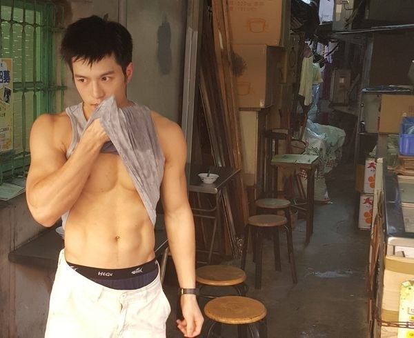 Sexy Asian Guys Bring In Crowds At Food Vendors In Taiwan