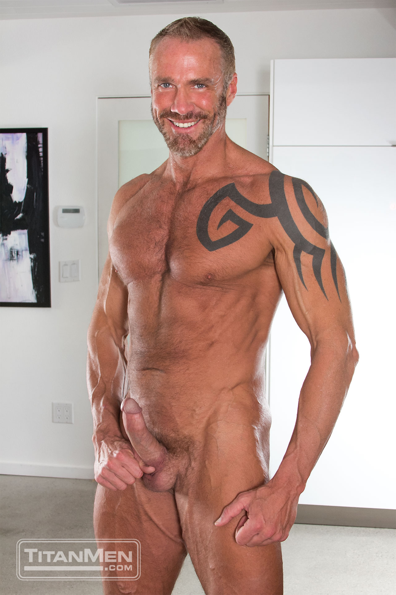 Scruffy and Handsome Dallas Steele Has More To Offer Than His Herculean Body